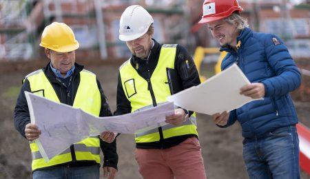 Befaring på Austad oktober 2018. Morten, byggeleder, Øivind, daglig leder og Simen, kalkulatør.
